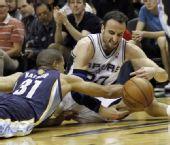 图文:[NBA季后赛]马刺VS灰熊 巴蒂尔倒地抢断