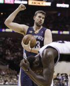 图文:[NBA季后赛]马刺VS灰熊 小加索尔强势