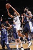 图文:[NBA季后赛]马刺VS灰熊 帕克强势突破
