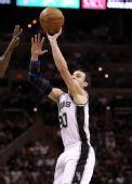 图文:[NBA季后赛]马刺VS灰熊 马努中投