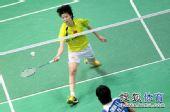 图文:[亚锦赛]李雪芮挺进八强 李雪芮网前对峙
