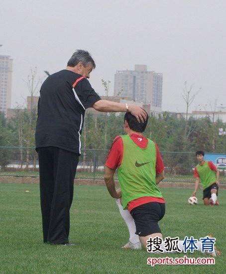 图文:[中超]陕西备战鲁能 科萨与曲波