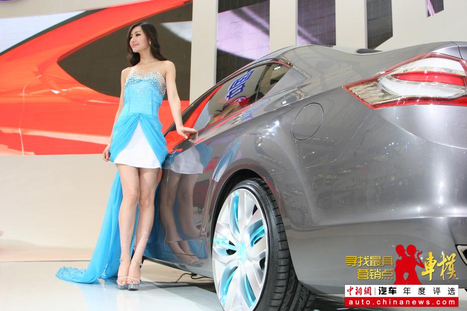 2011上海车展:一汽美女宛若出水芙蓉
