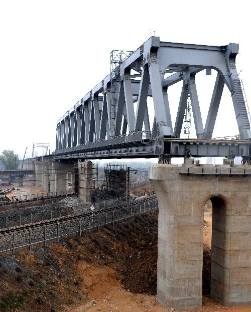汤河特大桥位于秦皇岛市海港区境内,全长4073米.