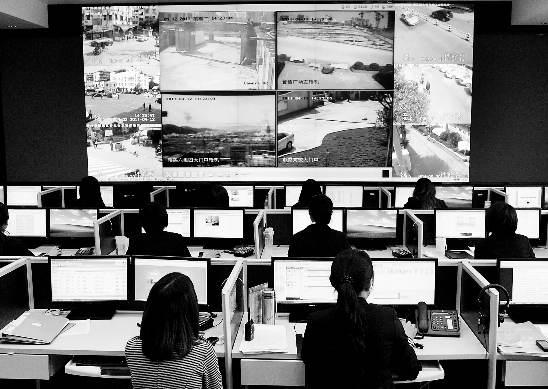 """数字指挥中心收到""""找茬人""""发送的信息,即刻通知相关单位解决。"""
