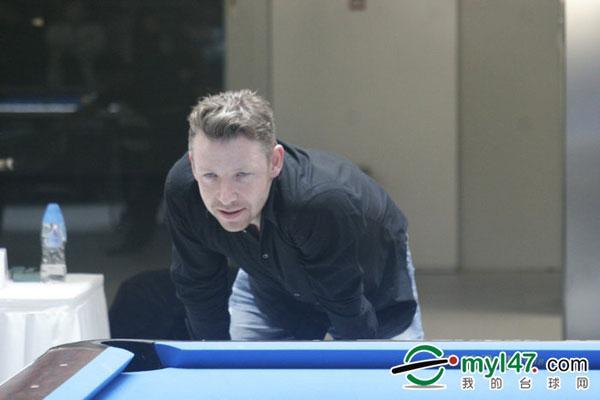 图文:李赛文参加北京九球赛 李赛文笑眯眯
