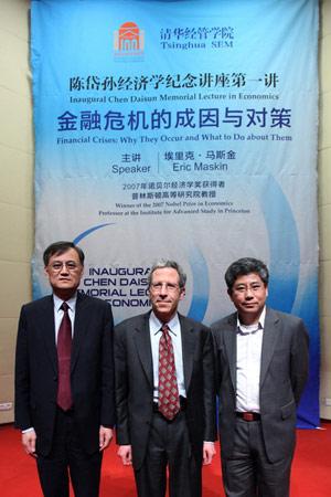 论坛肯定了中国经济学教育和研究在近年来的巨大进步,也接受与国外