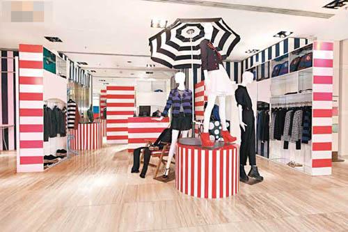 配合系列主题,店内处处散见条子装饰。