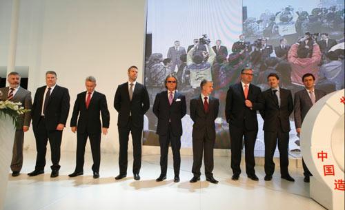 众多海外经销商代表出席发布会现场