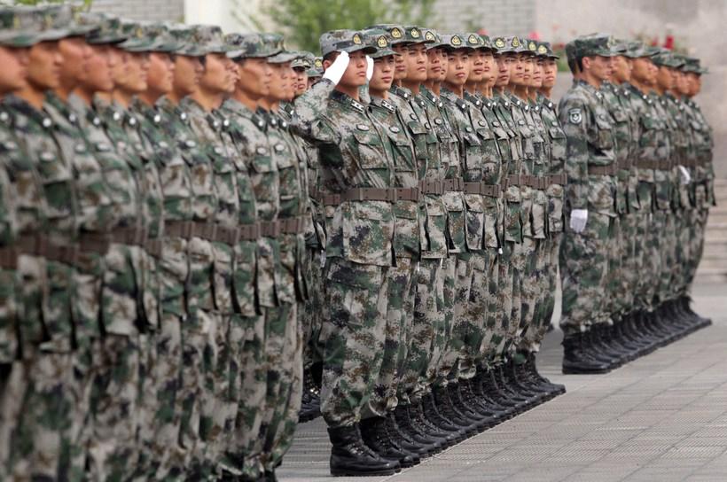 媒体新闻滚动_搜狐资讯    参加换装仪式的预备役部队分成10个方队