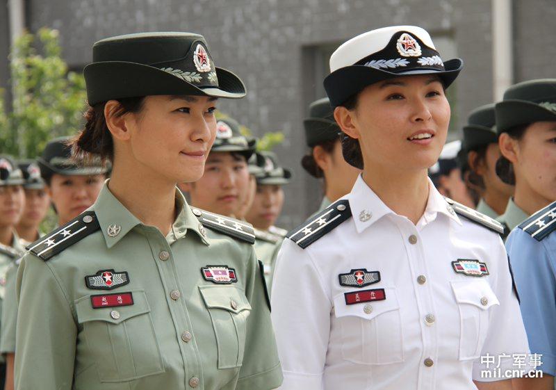 07军服女军官的照片真是军官的,有那么漂亮的军官图片