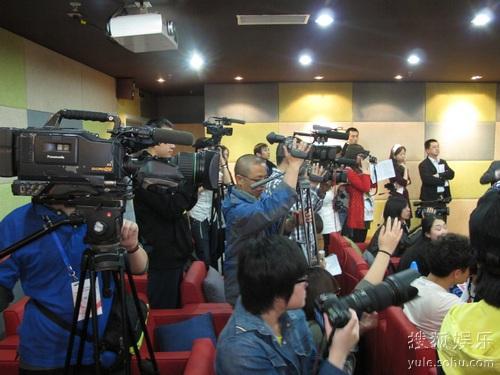 """对于""""少女时代""""的在华的第一次见面会吸引了大批媒体"""