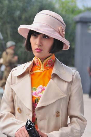 马苏演绎关萍露是一个风情万种的女特工。