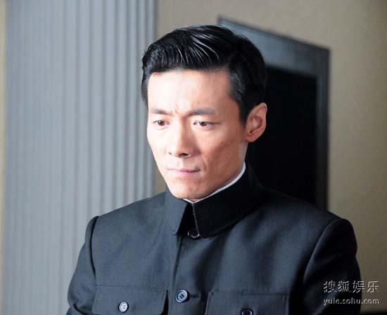 祖峰从一个革命者演到叛徒。