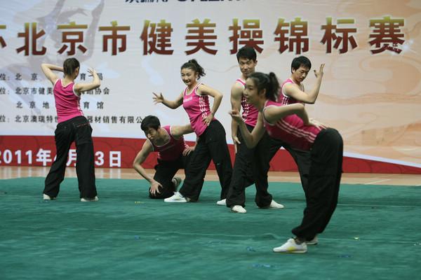 团体操动作俏皮 2011年04月29日12:18
