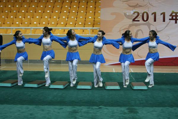 组图:健美操比赛青春洋溢 美少女动作奔放高难
