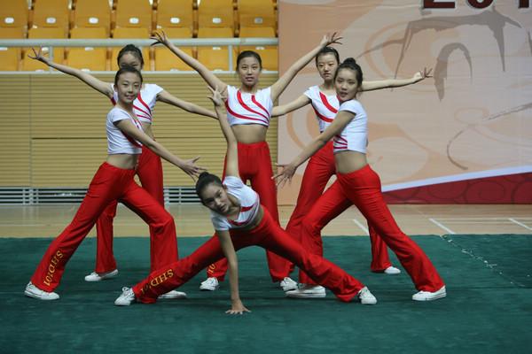 7人舞蹈结束造型