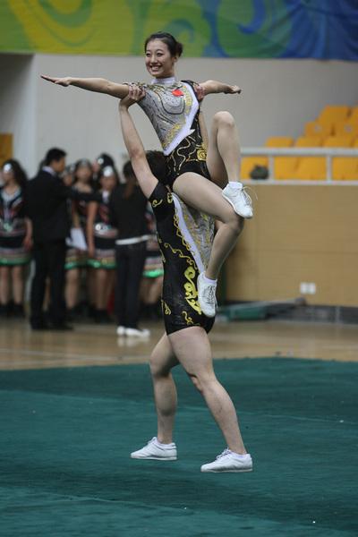 操熟_组图:健美操比赛青春洋溢 美少女动作奔放高难