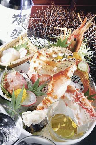 刺身拼盘有带子、赤贝、帝王蟹等公式化的配搭,但刺身就是如此,新鲜就够了,比较特别是日本的牡丹虾配加拿大海胆,鲜味最强。