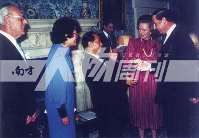 1986年6月,胡耀邦出访英国时与撒切尔夫人交谈(受访者提供)