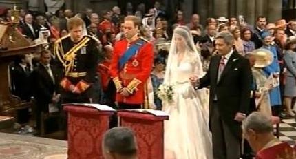新娘凯特与威廉王子在圣坛上并立,准备开始宣誓