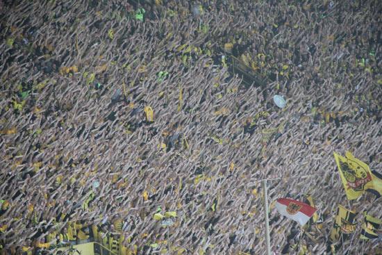 威斯特法伦球场多特蒙德球迷组成的人海