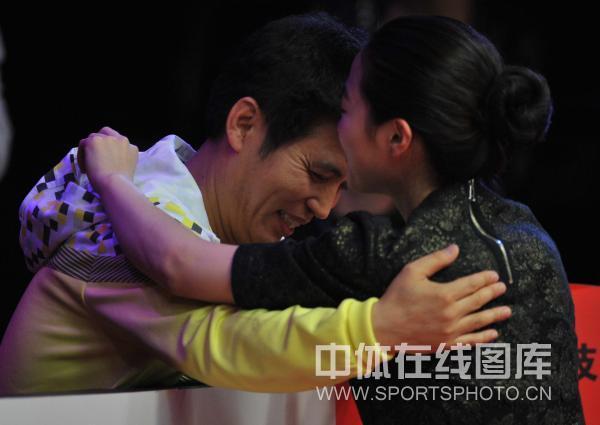 图文:9球北京赛女子决赛 车侑蓝拥抱教练