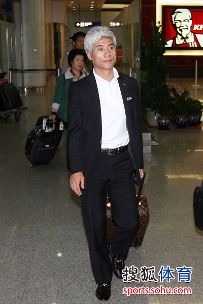 主帅朴景勋走出机场