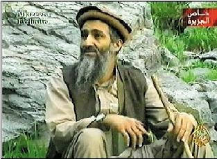 """2003年9月10日,卡塔尔半岛电视台播放了据称是""""基地""""组织领导人的录音和录像带。据有关人员分析,这份录像带的拍摄时间是当年4月底或5月初。新华社/法新"""