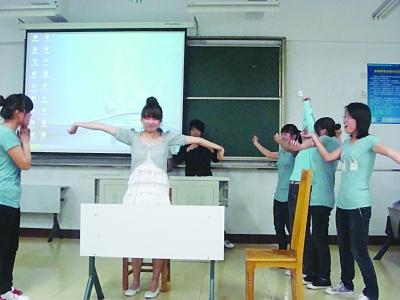 大学生英�yf����(K�_大学生 英语话剧节(图)