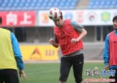 图文:辽足实德赛前训练 卡布罗夫在训练中