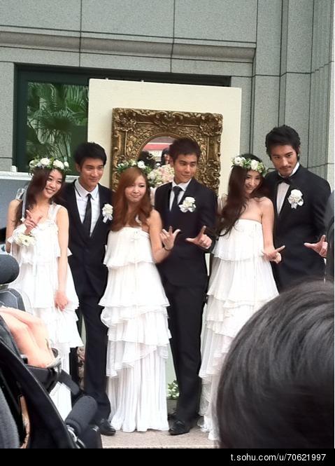黑人范范结婚伴郎_直击黑人范范婚礼伴郎伴娘接受媒体拍照采访-搜狐娱乐
