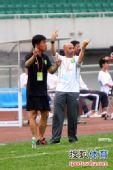 图文:[中超]成都0-3北京 帕切科指挥比赛
