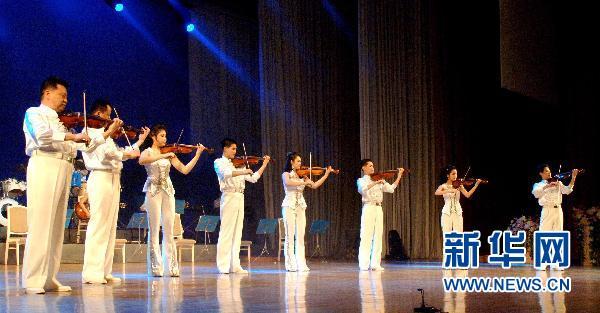 朝鲜王在山艺术团演出受欢迎(组图)