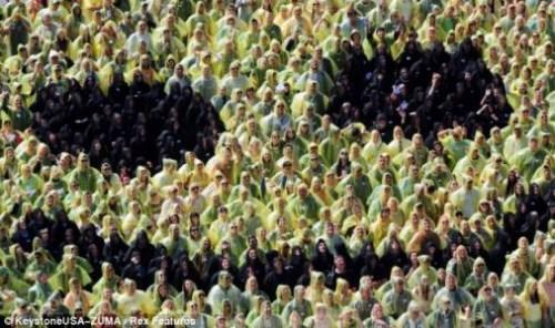 人体黄色电_克罗地亚768人用人体组成巨大笑脸图