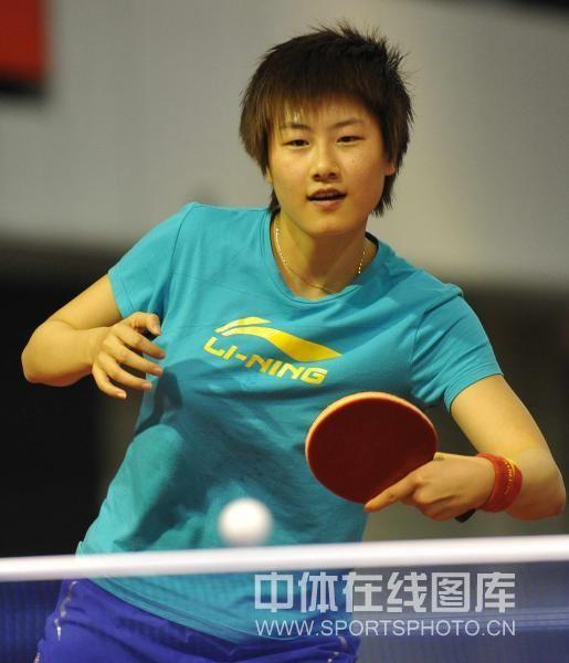 图文:世乒赛国乒女将加紧备战 丁宁训练放松
