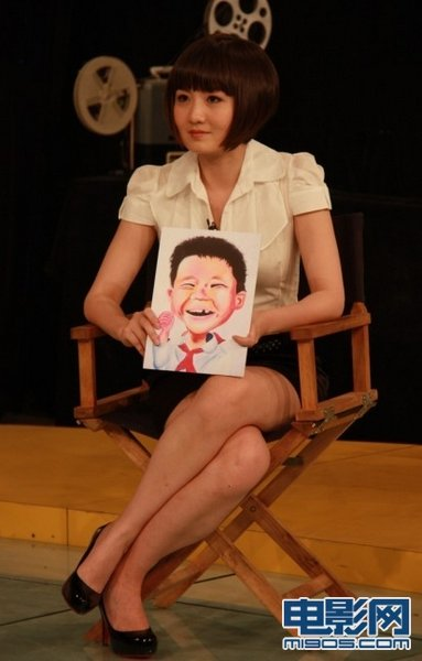 蒋小涵手持小林浩画像图片