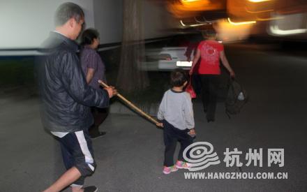 小梅确系被抱养 家里人打算让她回老家上学(图
