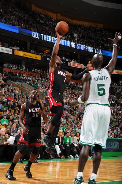 间5月10日,NBA季后赛东部半决赛第四场,迈阿密热火经过一个加图片