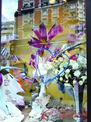 新鲜登场哈维尼高百货2011年春夏橱窗设计花园狂想曲.