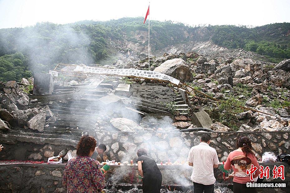 纪念汶川地震三周年图片