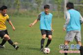 图文:[中超]成足备战陕西 传接球练习