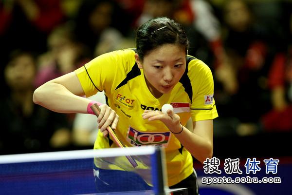 詹姆斯使节4脚上图- 北京时间5月11日 2011年鹿特丹世乒赛进入女单第二轮争夺.新加坡