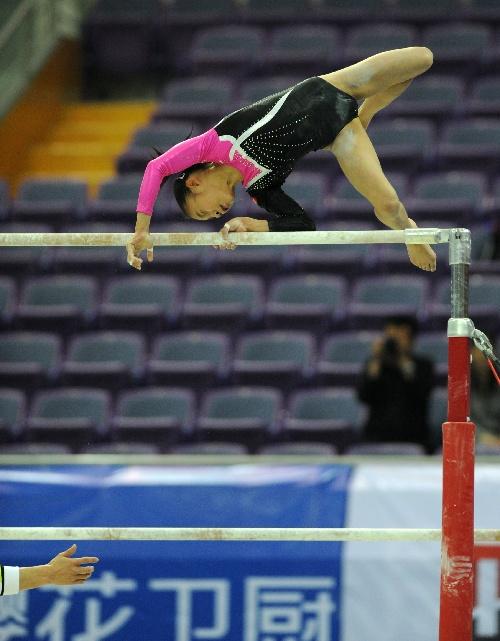 图文:体操全锦赛单项赛况 庄锦霖在比赛中失手
