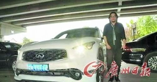 高晓松的英菲尼迪越野车价值百万,出事后据说几乎完好无损高清图片