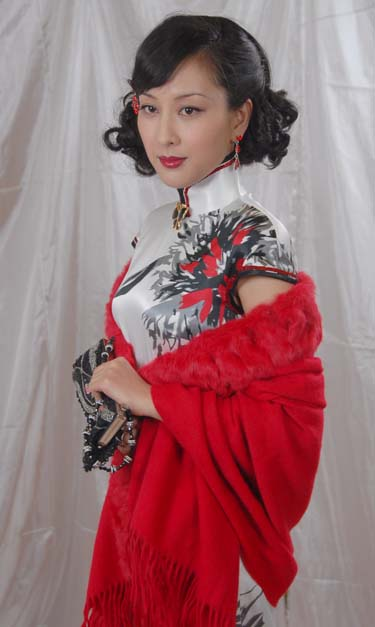 暗红旗袍定妆照