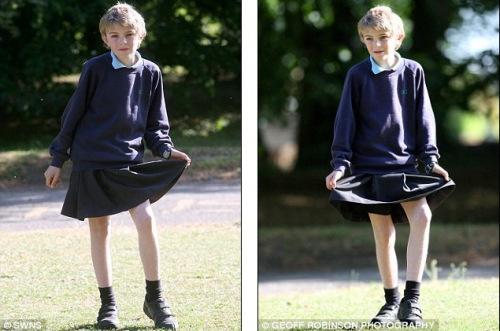 英男孩穿裙子上学 抗议学校禁止男生穿短裤(组图)