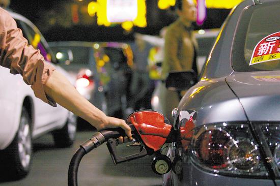 近年油价频繁上调,车主连夜加油的场景司空见惯 羊城晚报记者 林桂炎/摄