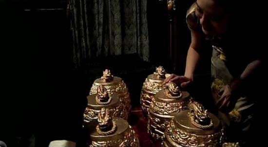 《旗袍》中的珍贵文物金编钟