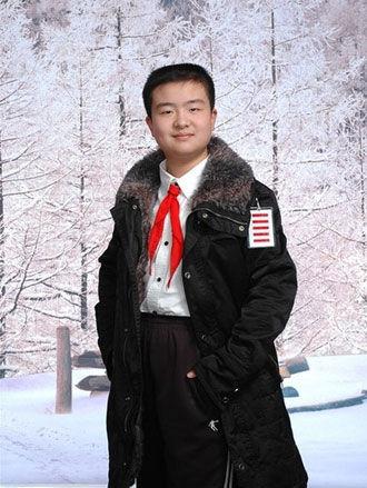 少先队武汉市总队副总队长黄艺博因佩戴